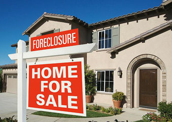 The Foreclosing Auction Option